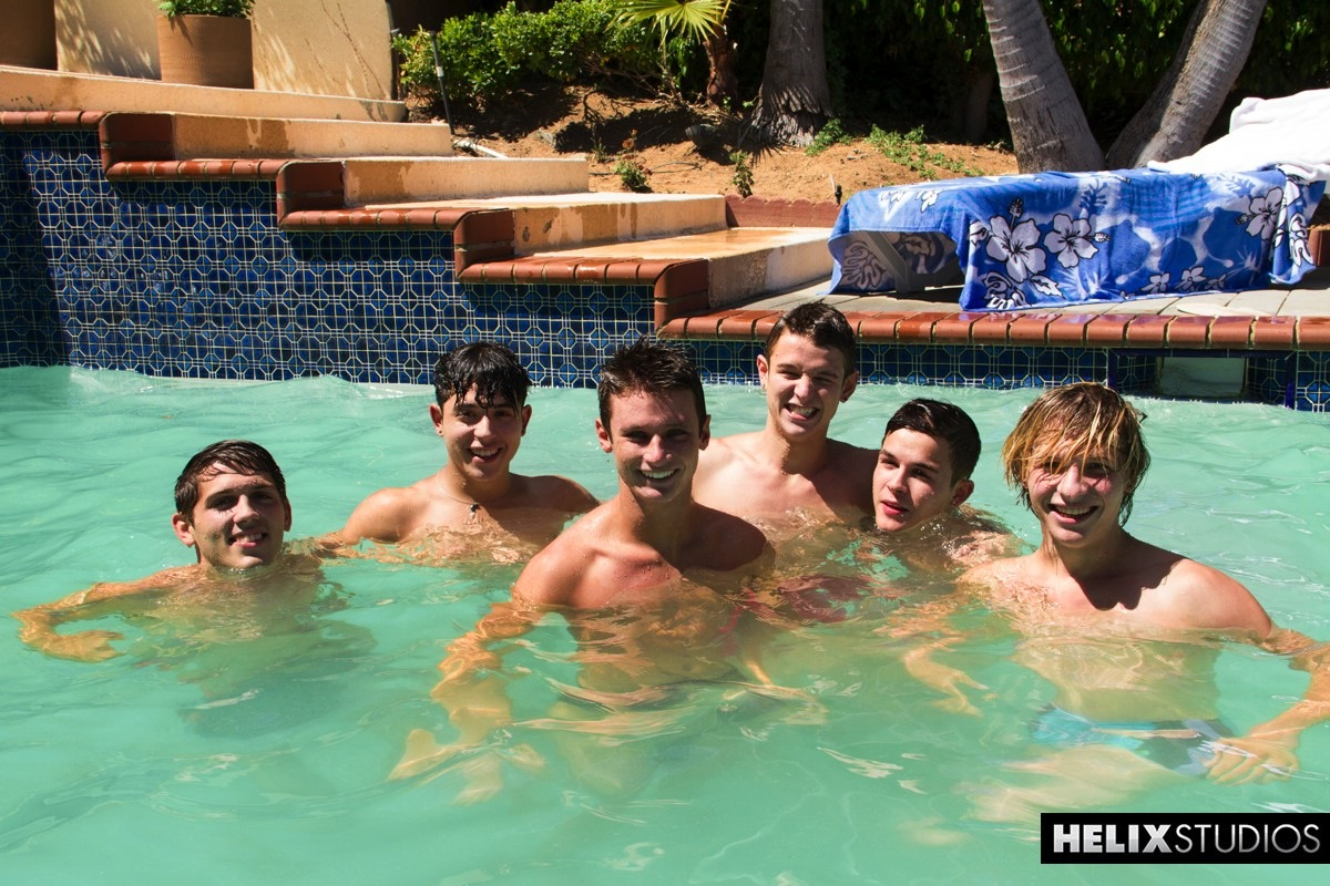Male nude pool party — photo 6